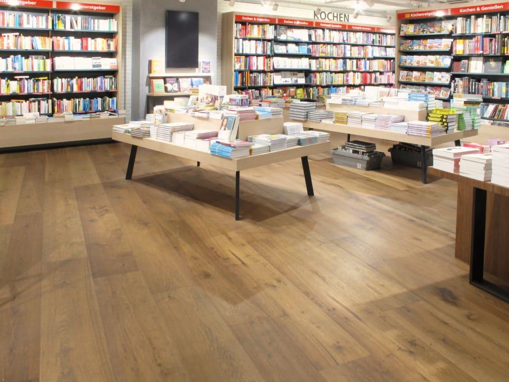 kovapuulattiia Kirjakauppa Munchen